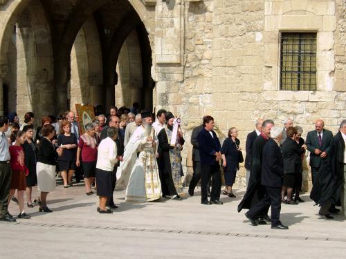 ラルナカでも、ユースホステルにお世話になりました。<br />写真は、散歩していて偶然出くわした、ラルナカのギリシャ正教会でのミサ。