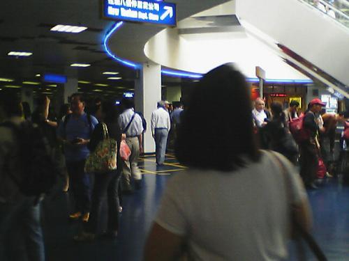 ♪ 金太マカオにつくぅ〜(アッ臭そ!)という歌を思い出した。<br />マカオのフェリー埠頭に着くと香港や中国本土から来た人でごった返している。<br />