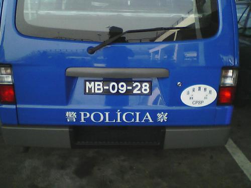 警察車両<br />さすが旧宗主国がポルトガル。<br />ポルトガル語も併記されている。<br />
