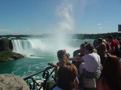 カナダ滝です。<br />離れていても水しぶきがふってきました。<br />ド迫力でした。