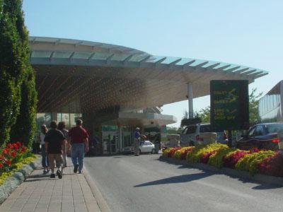 CASINO NIAGARAの入口(バス乗り場方面)です。トロントへ戻るバスは、この隣のバス乗り場から発着します。
