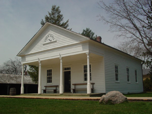 テーマパーク内の町役場です。<br />小学生の団体がなかで、カナダの歴史の話を聞いてました。