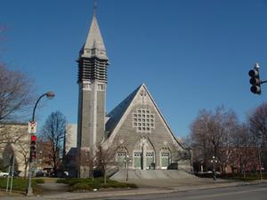 ケベックは教会がたくさんあります。<br />モンモランシーの滝へ行く途中も、とんがり屋根の教会がゴロゴロしてました。