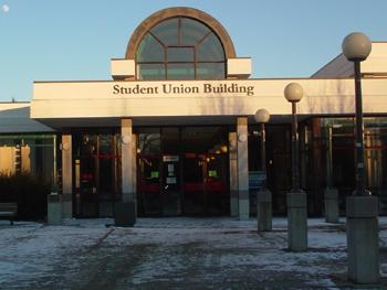 Student Union Buildingという日本の大学生協みたいなところです。お店がいっぱい入ってます。旅行代理店・散髪屋・文具店・映画館・パブ・フードコートとか。