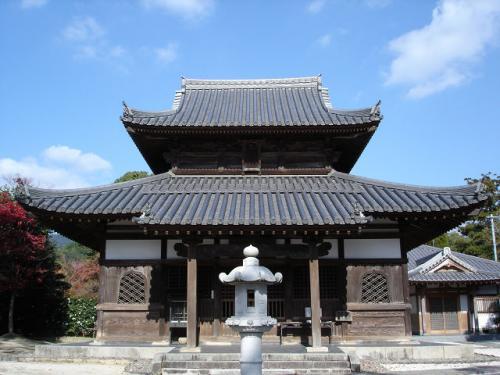 観世音寺の隣には戒壇院があります。<br />日本三大戒壇の一つだそうです。