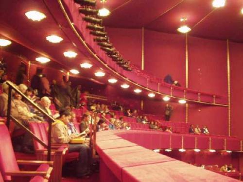 オペラハウス 客席<br />キャパシティー・2300席<br />写真はありませんが、絹の緞帳は、<br />日本が贈ったものとか。