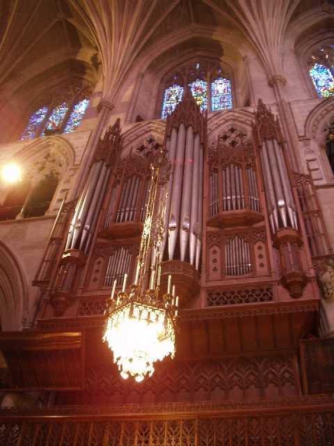 パイプ・オルガン<br />Ernest M. Skinner Organ Company製 1938年<br />Aeolian-Skinner Organ Companyにより修復拡大 1963年、1970–1975年<br /><br />余談ですが、この楽器を修復したエオリアン社製のオルガンは、デューク大学付属チャペル(ゴシック様式)にも入っていました。<br /><br />