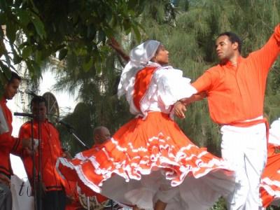 これも民族舞踊の写真 いろいろな踊りがあってみていて飽きません。