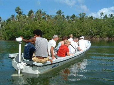 次の日はLAGUNA REDONDAと言う国立公園に指定されているラグーンへ行きました。一緒に参加したグループの人たちはPUNTA CANAのリゾートホテルからわざわざやってきた人たちばかり。