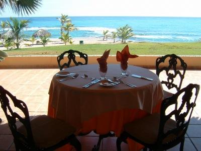 レストランはひとつしかないのですが、海が見えてとても素敵でした。それに料理もおいしかった!