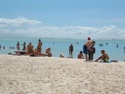 地元のドミニカ人だけでなく、外国人ツーリストもたくさん来ています。