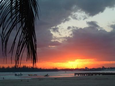 夕方のPLAYA(ビーチ) 夕焼けもまたいいですよね。<br /><br />