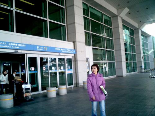 仁川空港<br />相変わらず、都心まで遠い空港である。<br />鉄道はいつ来るのだろうか...<br />今回はソウル市内に滞在しないので、殊更遠く感じられた。