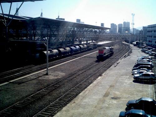 ソウル駅 貨物群<br />さすがに標準軌の鉄道だけあって、貨物の図体も大きい。<br />輸送力はありそうである。