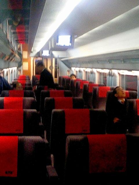 特室車内<br />標準軌の鉄道にもかかわらず、1+2の座席配置。贅沢ではある。