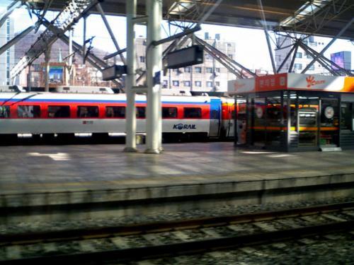 ソウル駅出発<br />列車に乗り込むとほぼ同時に発車した。
