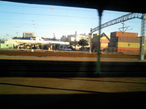 釜山鎮駅通過<br />まもなく終着駅「釜山」である。