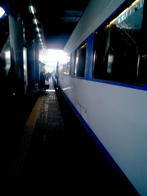 釜山駅到着<br />韓国人はせっかちなのか、急いで改札に向かう。