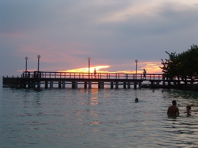 夕暮れ時。サントドミンゴの夕焼けとは違って海辺で見る夕焼けはもっときれい。ずっと見ていても飽きない。