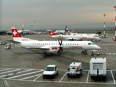 チューリッヒでは友人宅に一泊。翌日、チューリッヒ〜ドッセルドルフ〜バゼール〜ロンドン・ヒースローとSAAB2000に乗るために大回り。SAAB2000は製造機数が少ないので、LX以外で乗るのは至難ですから・・・