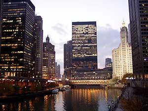 個人的にアメリカの都市は好きじゃないんですよね。<br />だから、NYなんか行った事がないし行きたいと思わない。<br />シカゴは街自体は小さいのでまあままかな。<br />シカゴ川からの夜景はちょっとシンガポールに似ているような気がしました。<br />