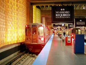 シカゴはダウンタウンから空港まで鉄道が走っているので助かります。空港とダウンタウン間に鉄道アクセスが無い空港が多いですからねぇアメリカは。<br />おかげでホテルから空港まで2ドルちょい