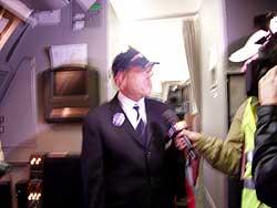チューリッヒ到着後、テレビの取材があり、機長やチーフキャビンアテンダントなどにインタビューしていました
