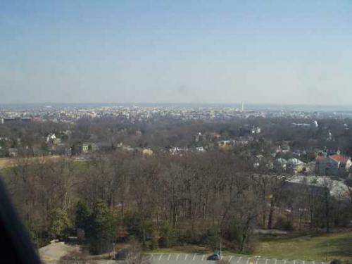 タワーから見たDCの景色<br />中央右よりに、ワシントン・モニュメントが見えます。<br />ペンタゴンやアーリントンまで見渡すことができます。