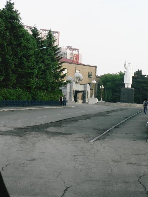 李香蘭の出演映画を撮影した旧満州映画協会(満映)。現在は長春電影宮として映画が製作されている。中央の建物は李香蘭の出演映画を撮影した当時と変わっていないそうだ。