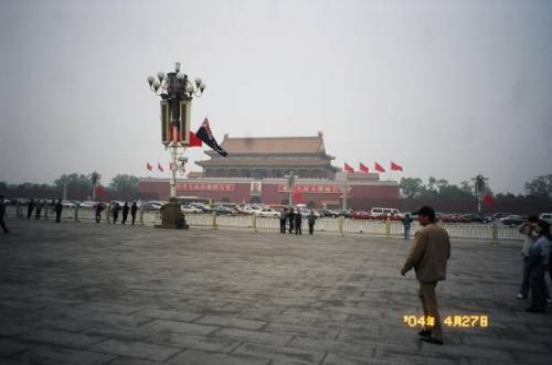 北京:天安門広場にて。2004.4.28撮影<br />