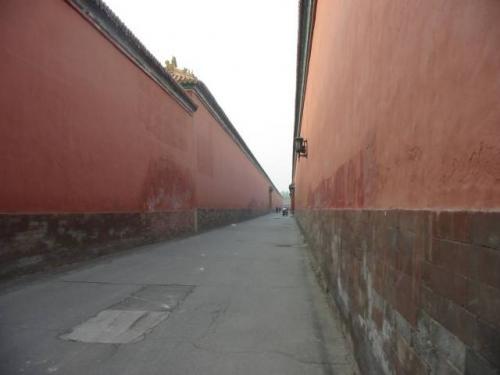 北京:紫禁城・ラストエンペラー溥儀が自転車に乗った路地。2004.4.28撮影