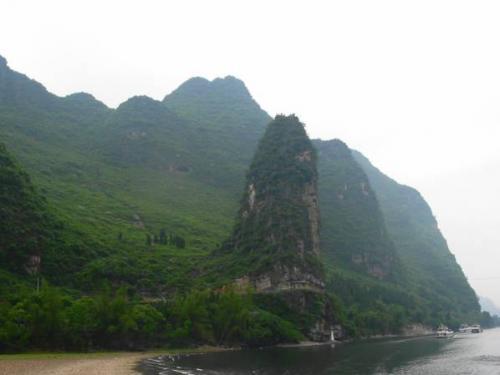 桂林:漓江川下り。竹江〜陽朔・4.5時間の船旅。2004.5.1撮影