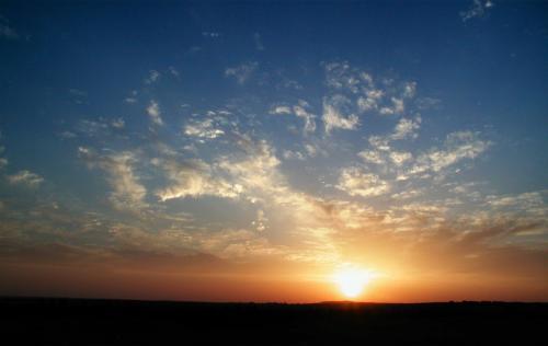 ここまで昇るともうダメですね・・・<br />でもこの日は、雲が上手い具合に散らばっていて、そこに当たる光がなかなかでした。