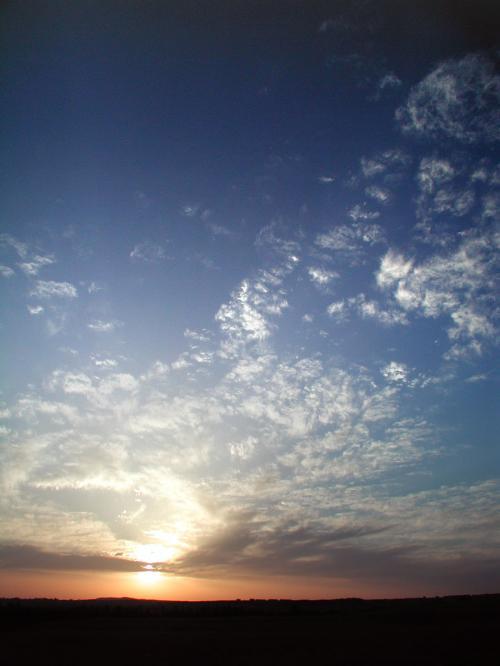 雲が散らばって居たお陰で、時間が過ぎてもこんなコントラストで楽しめました。