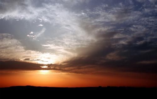 雲の上と下とで世界が違うような色合いに、カメラを合わせるのが大変です。。。(~~;