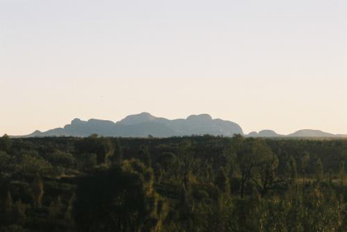 EmuWalkApt.近くの展望台から眺める。Mt.Olgaです。