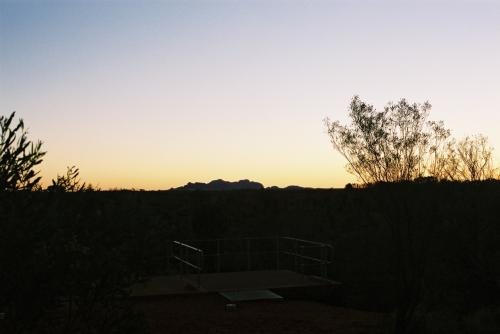 先の場所で、レンズを広角に変更しました。日没後でシルエットになっています。
