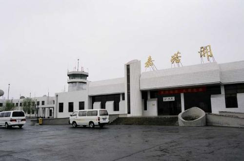 嘉峪関空港