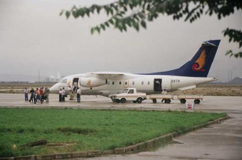 嘉峪関からはこの小型飛行機で蘭州を経由して西安へ。
