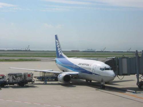 関西空港から飛行機で一路稚内へ!<br />実は、飛行機で北海道へ行くのは今回が初めてなのです。もう7年も行ってるのに、この事実にびっくり。<br />案の定、ちっちゃめの飛行機です。<br />(9/9)