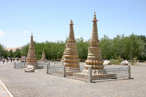 元代に造られた僧侶達のお墓。<br />バラバラだったのを、ここに集めたそうです。
