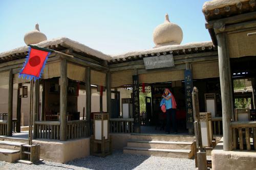 インパキ(インド・パキスタン)スタイルの茶屋もあった。<br />ここは喫茶店にもなっているので休憩が可能だ。<br />