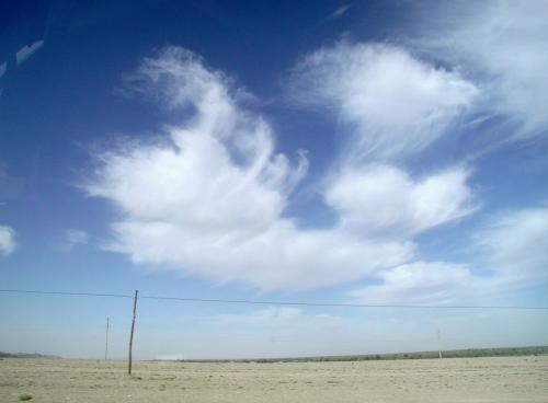 方向が変わると、日差しの方向が変わって撮影し易くなった。 <br />露出のサチりが無くなって、クロワッサンの様な雲が良い感じ。(*^ー^*<br />