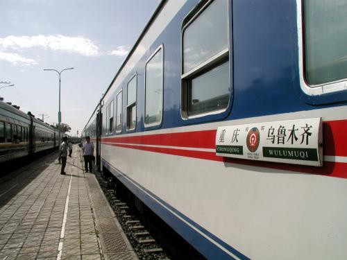 我々の乗る列車は、重慶−烏魯木齊を行く、8時24分のK1084次列車。