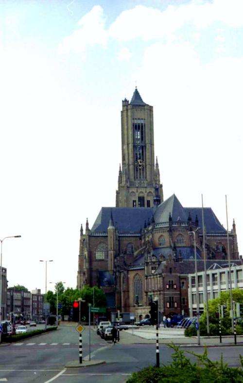 エウゼビウス大教会と<br />市庁舎(手前)<br /><br />ジョンフロスト橋からの眺めです♫<br /><br />