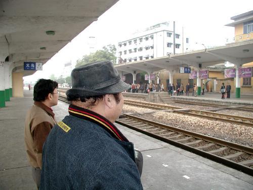 この駅も、あと2,3年すると無くなります。<br />少し離れた所に新駅建設予定。<br />
