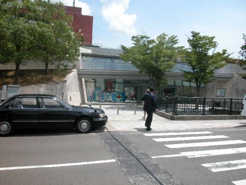 坂の上にある長崎原爆資料館。平和公園からは少し歩く。