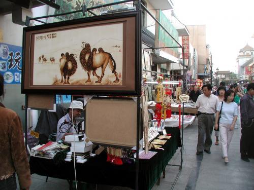 6枚目。<br />手前の駱駝の絵は、幅130cm、縦70cm有ります。
