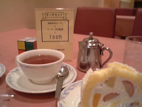 子供と行動するときは、「こまめな休憩」がポイントです。<br />浅草「BonSoir」のケーキセット700円。値段もお手ごろですが、特筆すべきは「紅茶」の味です。外人客が多いのも納得、お店の雰囲気もイケてますよ。
