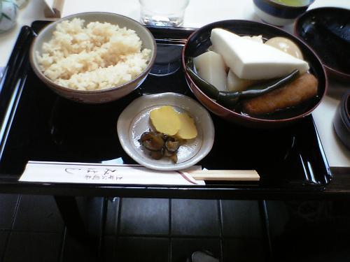 初詣が終わったあとは宿(サードニクス上野)に戻ってから、アメ横に繰出します。甘味所「みはし」で腹ごしらえ。これまたお約束ですなぁ。